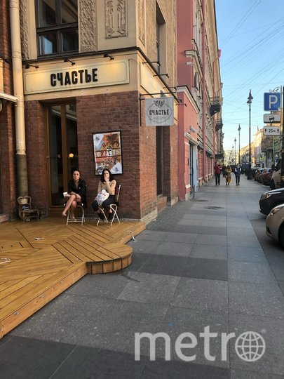 "Можно посидеть, но на улице. Фото Карина Тепанян, ""Metro"""
