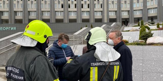 На место происшествия выехал губернатор Санкт-Петербурга Александр Беглов.