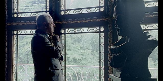"""Кадр из фильма """"Величайший кутюрье"""" (2007)."""