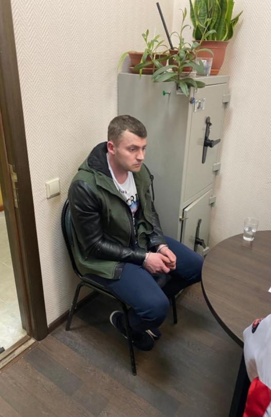 На допросе у следователя обвиняемый раскаялся в содеянном. Фото sledcom.ru