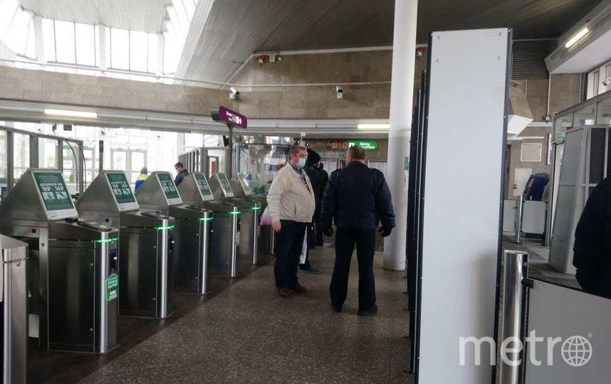 """На входе предупреждают о ношении масок и перчаток. Фото Людмила Сагайдачная, """"Metro"""""""