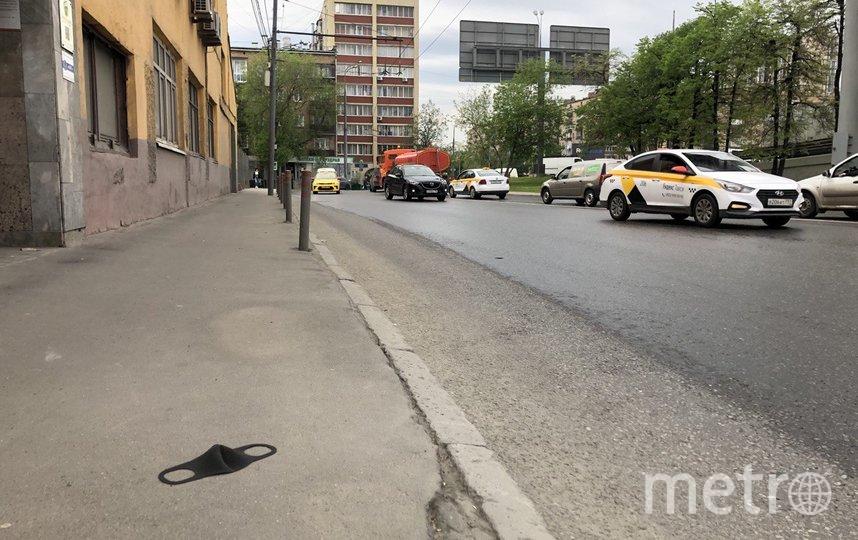 """Кто-то потерял свою маску. Фото Мария Беленькая, """"Metro"""""""
