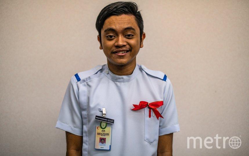 Медбрат в Малайзии, фотосессия в честь праздника. Фото AFP
