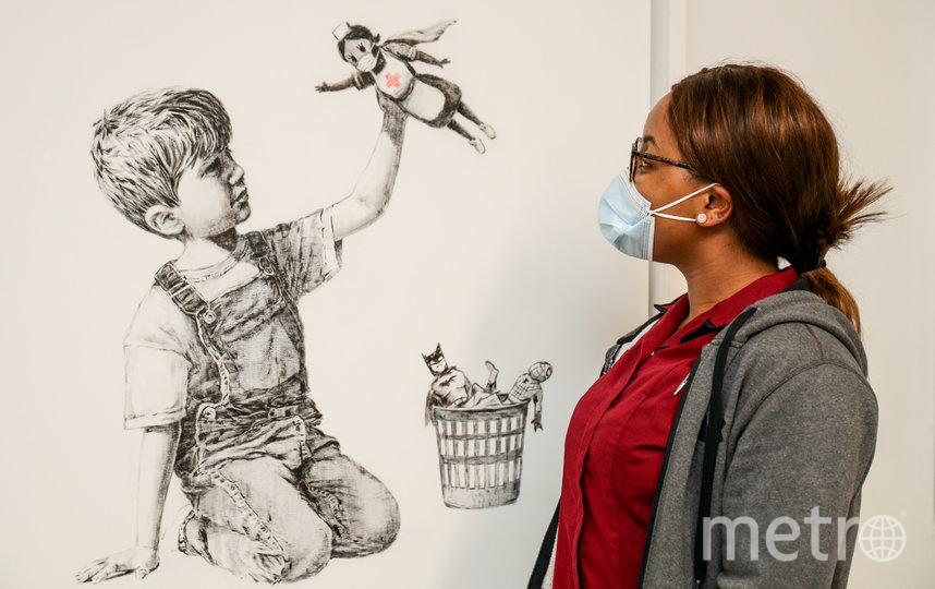 Стрит-арт художник Бэнкси ранее посвятил свою работу медицинским работникам. Фото AFP