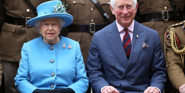 Королева Елизавета II и Чарльз, принц Уэльский.
