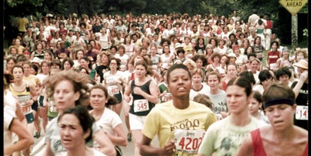 """""""Бег это свобода"""" показывает, как спорт может превратиться в общественное движение и коммерческую индустрию."""