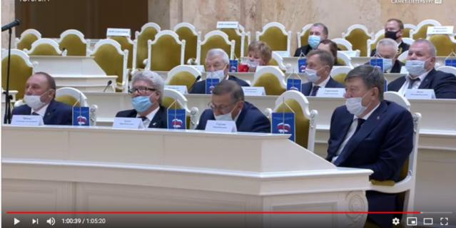 Депутаты в зале тоже были в масках.