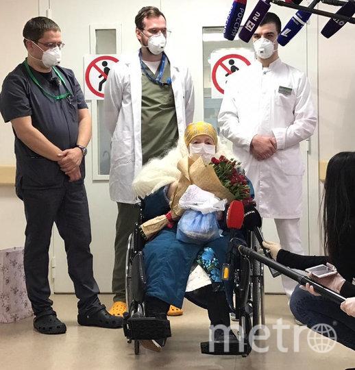 При выписке из ФМБА России Пелагею Пояркову поздравили с юбилеем и пожелали ей здоровья и бодрости духа. Фото AFP