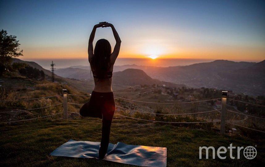 """Только представьте, как здорово будет делать медитацию """"горы"""" на природе, когда самоизоляция закончится. Фото Instagram @nourelise"""