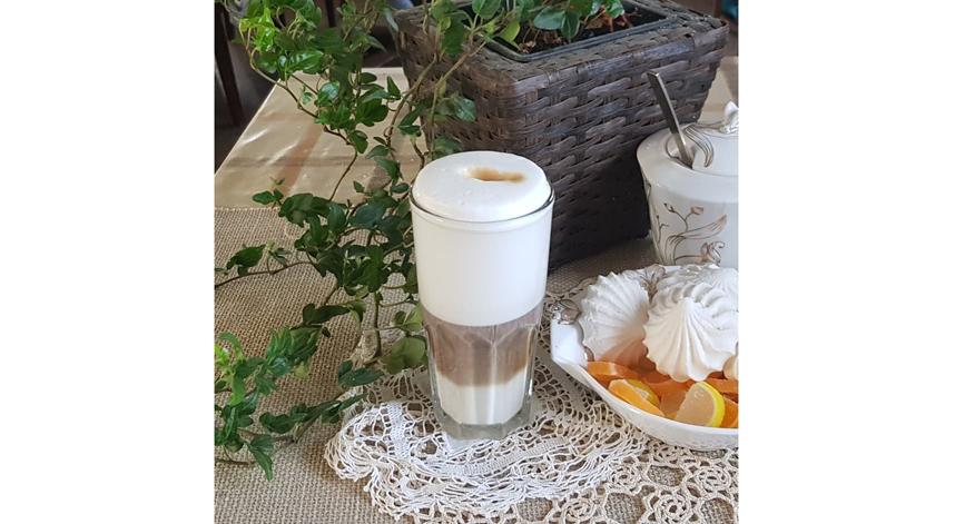 Латте варится на основе молока, образуя в бокале трёхслойную смесь из кофе, молока и пены. Фото instagram.com/svetlana_skrapi