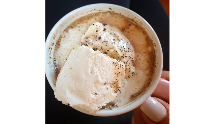 В кофе глясе добавляется мороженое. Фото instagram.com/mary_bondar__