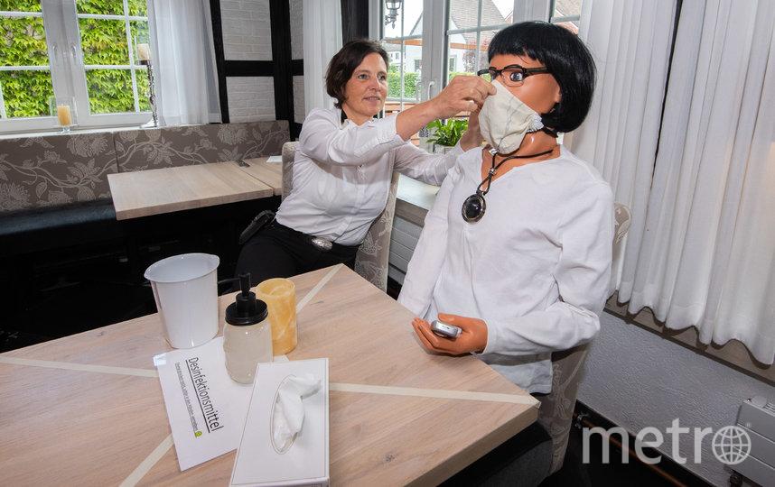 Среди манекенов даже есть врач. Фото Getty