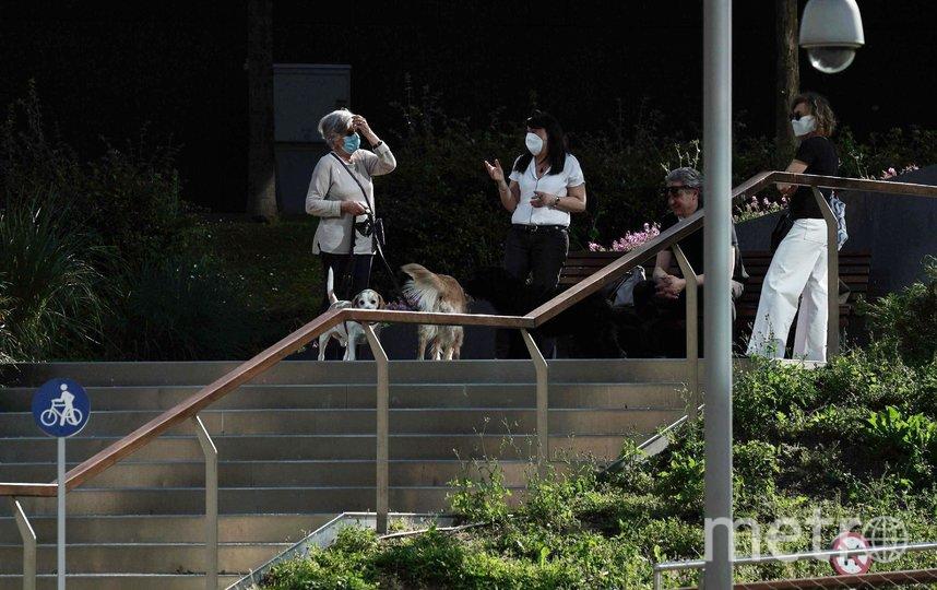 Ношение масок всё ещё является рекомендацией. Фото Getty