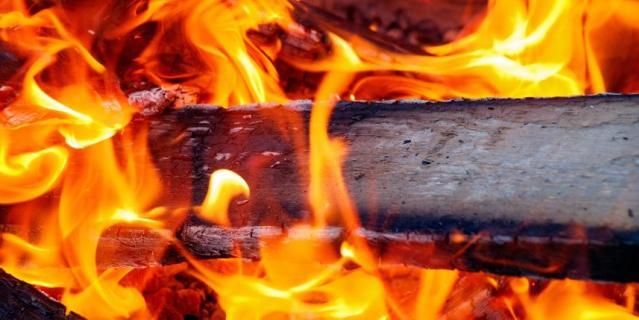 Дети узнают, почему и как горит огонь.