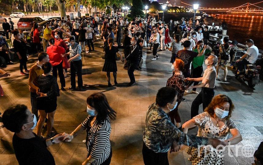 Жители китайского Уханя массово танцевали. Фото AFP