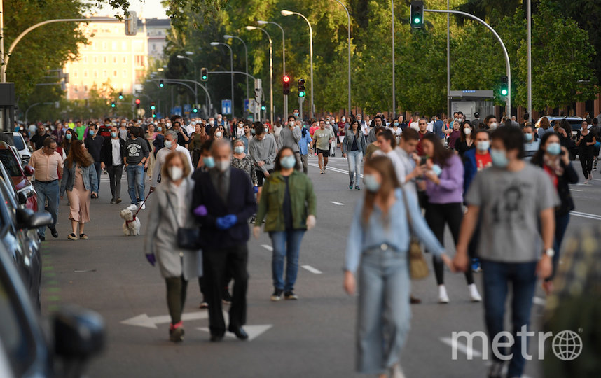 Люди гуляют в Мадриде. Фото AFP