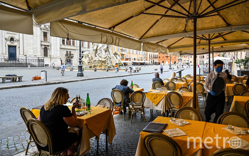 Посетители кафе в Риме. Фото AFP