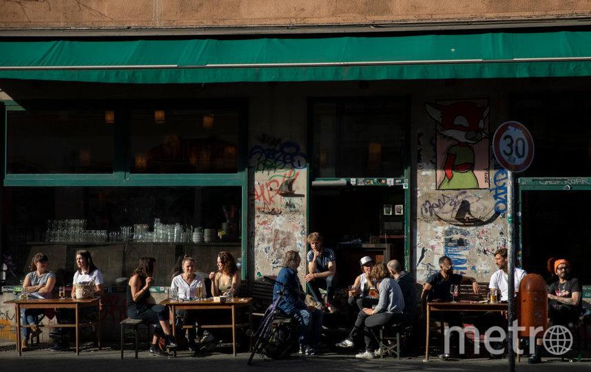Посетители кафе в Берлине. Фото Getty