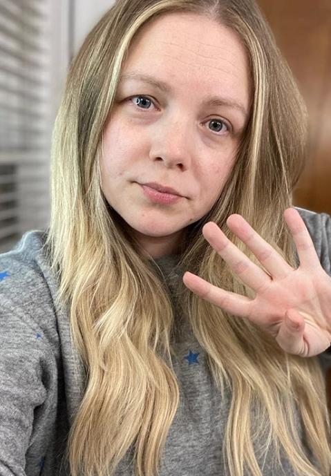 Американка делится фотоотчётами о состоянии своих волос. На фото – день четвёртый. Фото Instagram @cakeandvalley