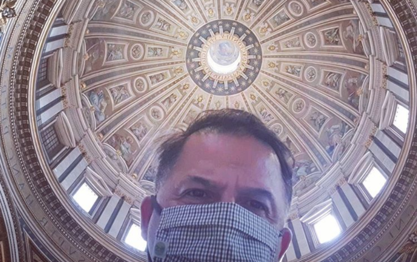 Посетителей храма просят обязательно надевать маску. Фото Instagram @jesusgarceslambert
