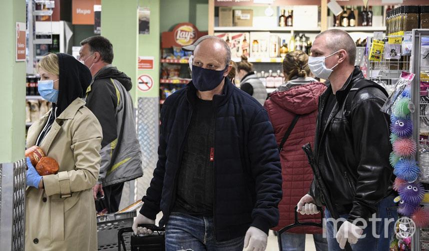 За соблюдением правил строго следят охранники торговых сетей, однако с просьбой нарушить их к вам могут обратиться сотрудники этих же самых магазинов. Фото AFP