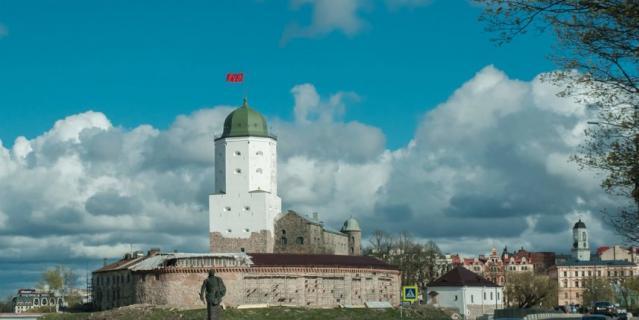 В Ленобласти ослабили ограничения: Погулять по Выборгу едет вся страна.