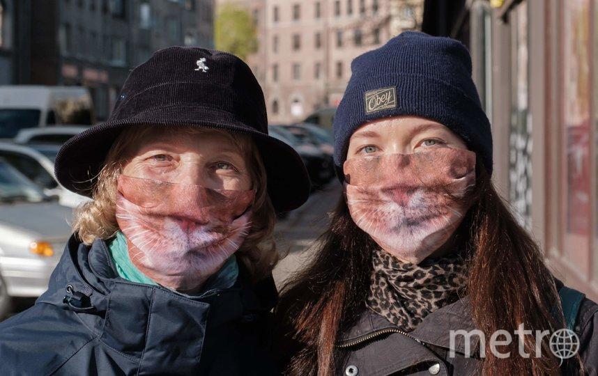 """""""В Выборге все обращают внимание на наши весёлые маски и улыбаются"""". Фото Алена Бобрович, """"Metro"""""""