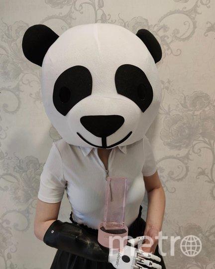"""Маргарита Грачёва в костюме панды и со статуэткой """"Женщина года"""". Фото Скриншот Instagram/margoritka1211"""