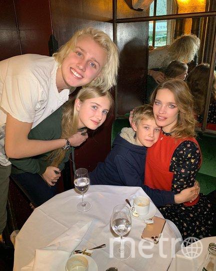 Наталья Водянова с детьми. Фото instagram.com/natasupernova.