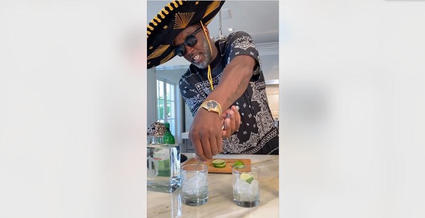 Дидди готовит коктейль в мексиканской шляпе. Фото instagram.com/diddy
