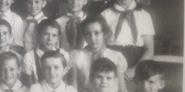 Елена Тарасова (во втором ряду крайняя справа).