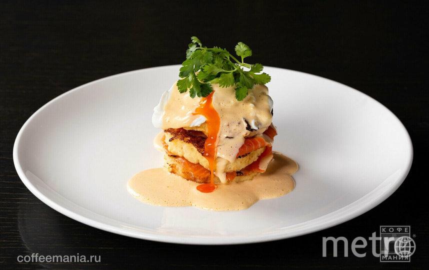 "Яйцо Бенедикт с лососем. Фото сайта ресторана ""Кофемания"", ""Metro"""