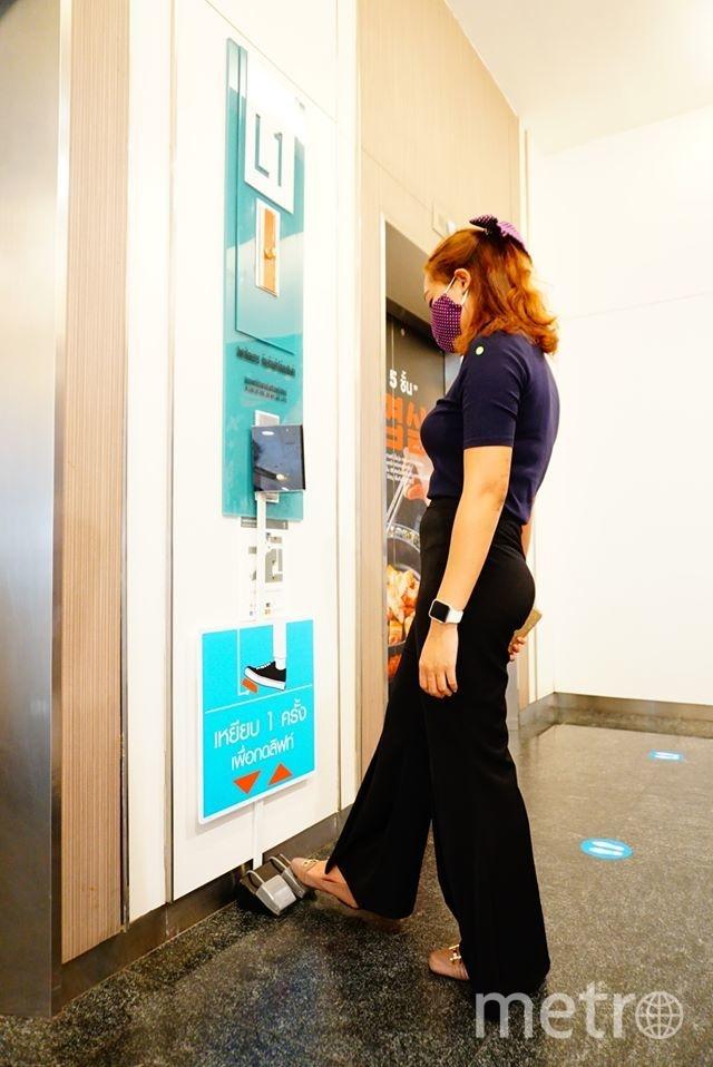 Теперь посетители центра могут выбрать нужный этаж, не прикасаясь при этом руками к чему-либо. Фото Seacon Square | Facebook