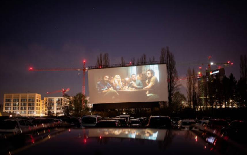 В России уже есть автокинотеатры – в Калининграде и Новосибирске. Фото Getty