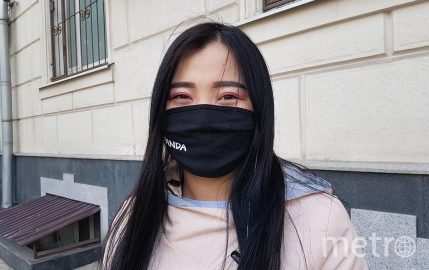 """Этой девушке 20 лет. Она почти три года работала в Москве приходящей уборщицей и хотела бы вернуться на родину, потому что """"пришло время"""". Фото Василий Кузьмичёнок"""