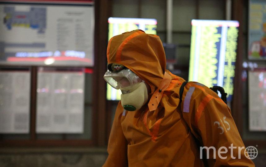 Дезинфекция Балтийского вокзала. Фото Предоставлено пресс-службой МЧС Санкт-Петербурга