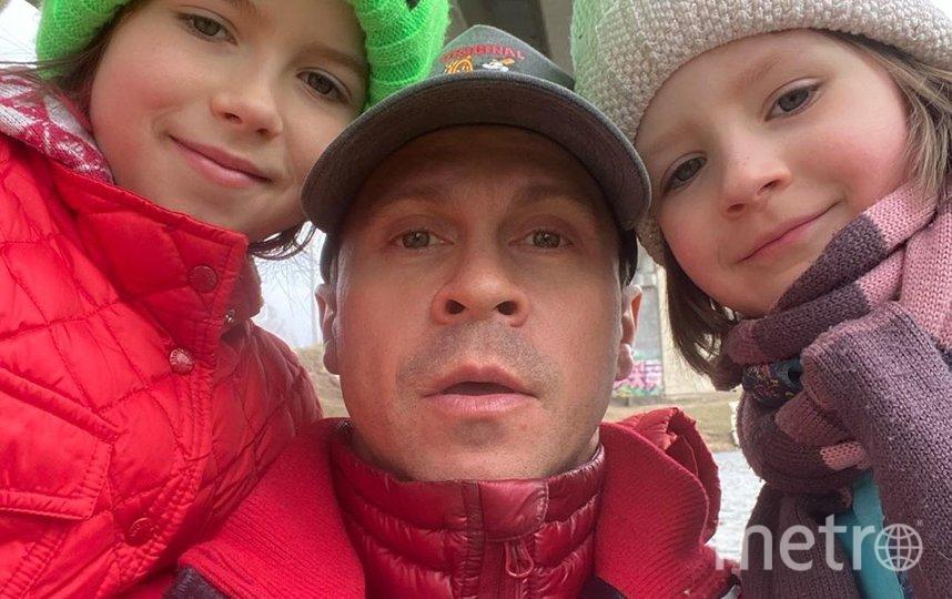 Павел с дочками. Фото instagram.com/pablo_derevyanko.