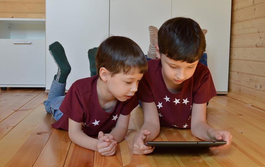 Младшие дети видеть взрослые игры не должны. Фото Pixabay