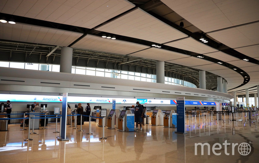 Все магазины и общепит аэропорта будут работать только навынос. Фото Getty