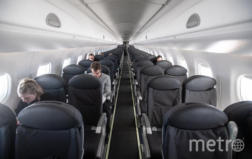 Передвижения по салону самолёта ограничены, но не запрещены. Фото Getty