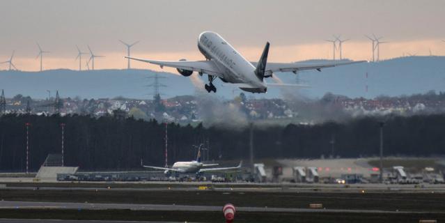 На втором этапе отменяется необходимость быть пристёгнутым ремнём безопасности на протяжении всего полёта.