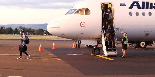 На третьем этапе посадка пассажиров и питание на борту происходит в обычном режиме.