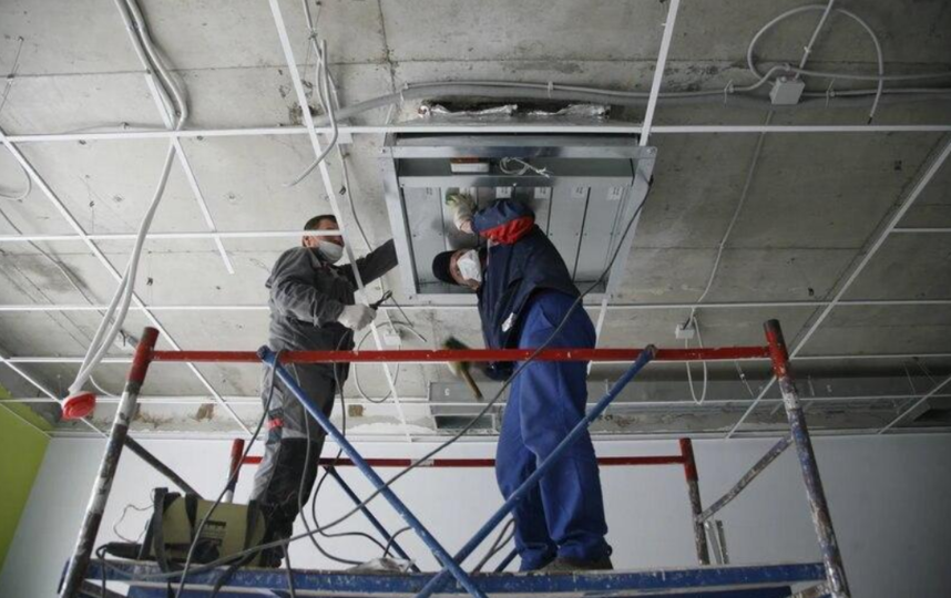 На всех объектах региона застройщики обязаны соблюдать Стандарт организации строительства так, чтобы не допустить распространение инфекции. Фото gusn.mosreg.ru