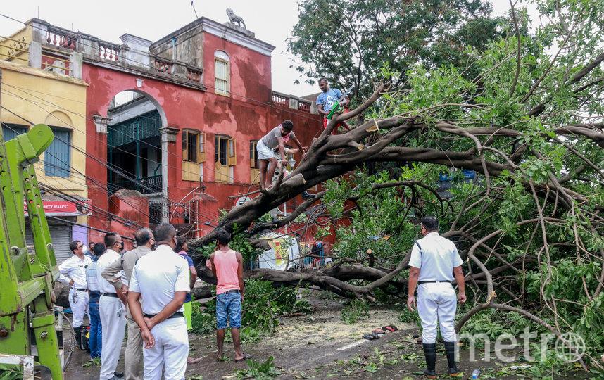 Некоторым домам сорвало крышу. Фото AFP