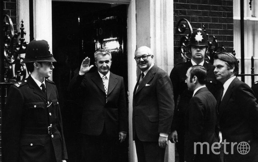 Николае Чаушеску у дверей резиденции британского премьера на Даунинг-стрит. Фото Getty