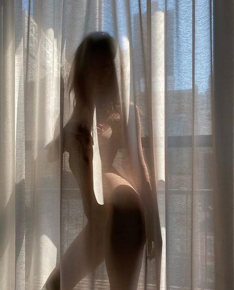 Эмили Ратаковски. Фото скриншот: instagram.com/emrata/