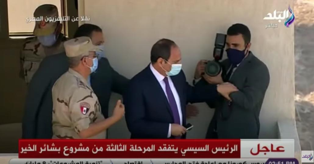 Президент возвращает фотографа на балкон. Фото Скриншот Sada El-Balad.
