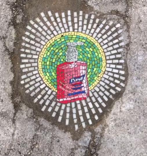 В качестве холста Джим по традиции выбрал выбоины на дорогах. Фото скриншот instagram @jimbachor