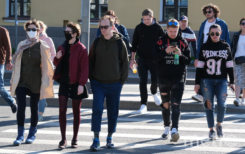 "Петербург вышел на прогулку. Фото Святослав Акимов, ""Metro"""