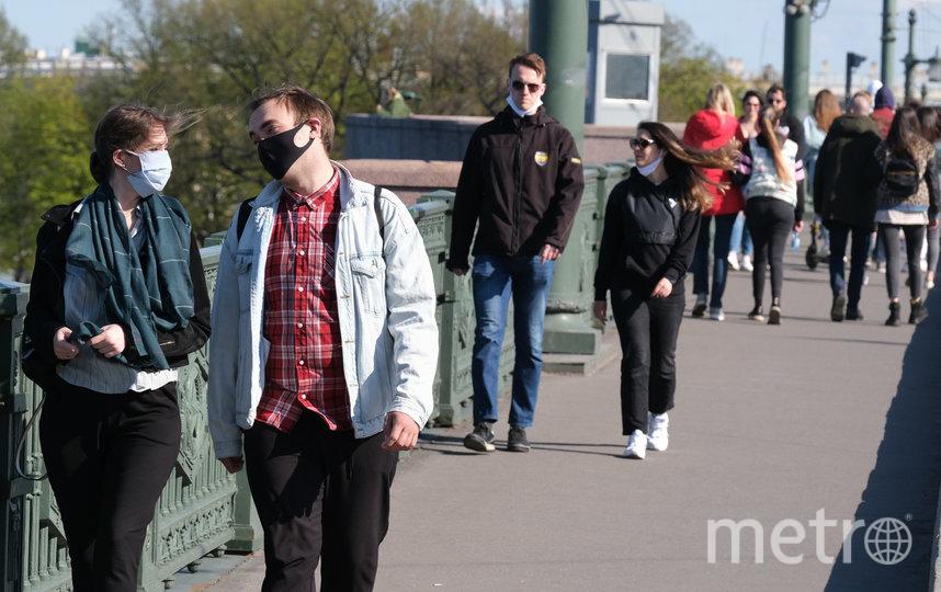 """Петербуржцы вышли на прогулку. Фото Святослав Акимов, """"Metro"""""""